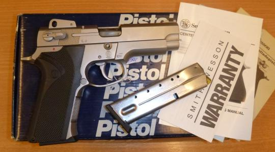 Smith & Wesson Mod. 4006, Kal. .40 S&W